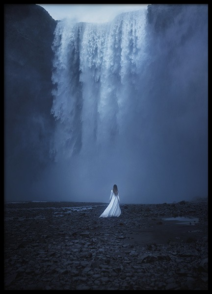 Woman by the Waterfall Poster nel gruppo Poster / Natura presso Desenio AB (10978)