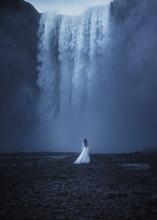 Woman by the Waterfall Poster / Natura presso Desenio AB (10978)